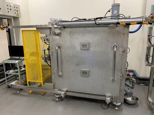 乾燥装置:マイクロ波減圧乾燥機2段型