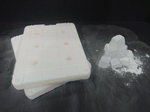 -120℃で凍結させたドライアイス代替保冷剤と氷